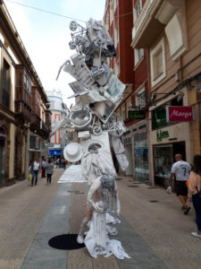 Памятник Матери в отпуске по уходу за ребенком в Испании фото