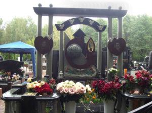 Памятник Рему Вяхиреву фото