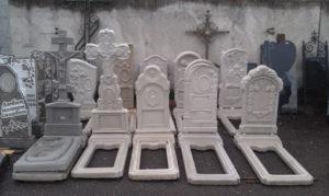 Памятники из литьевого мрамора фото
