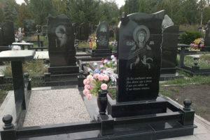 Гранитные памятники на кладбище фото