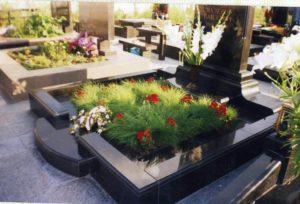 Пример облагороженного цветника фото