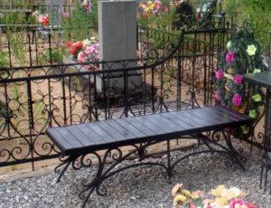 Оградка и скамейка фото