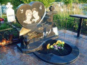 Семейная надгробная плита фото