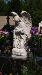 Скульптура из мрамора на могиле фото