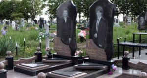 Памятники с ростовыми портретами фото