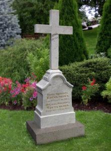 Крест из белого мрамора фото