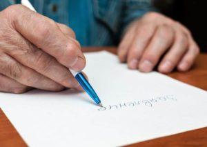 Процесс написания заявления фото