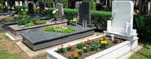 Ухоженные могилы на кладбище фото