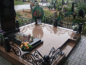 Ухоженная могила фото