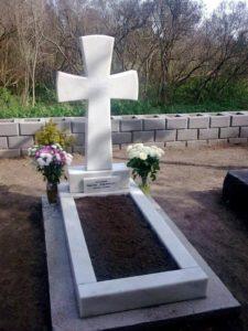 Крест на могиле католика фото