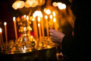 Молитва в храме фото