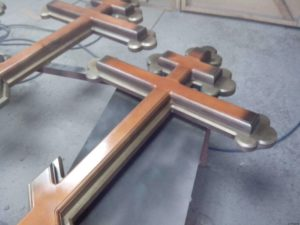 Крест из дуба фото