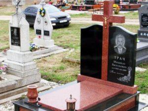 Памятники на кладбище фото