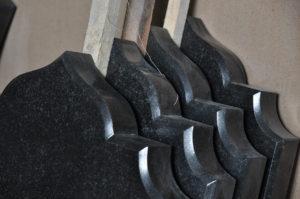 Надгробные стелы из карельского гранита фото